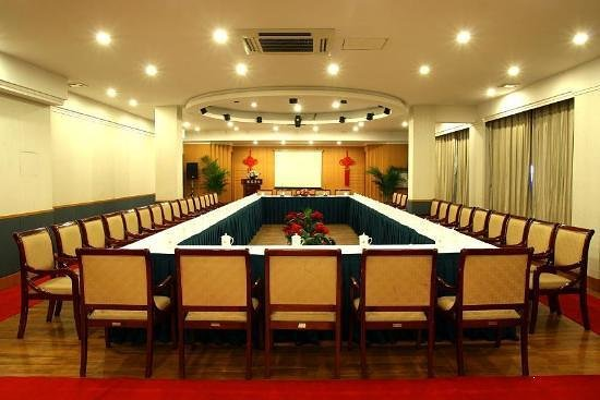 Longfeng Holiday Hotel
