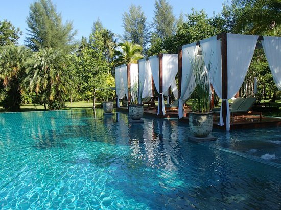 The Sarojin: The beautiful Sarojin pool