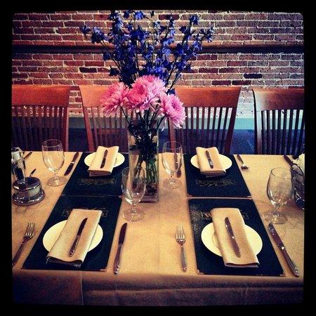 Winfield's Restaurant: We ALWAYS Have Fresh Flowers!