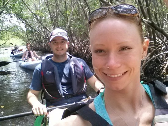 Kayak Excursions: Happy kayakers