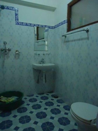 Pokhara Star Inn: bathroom