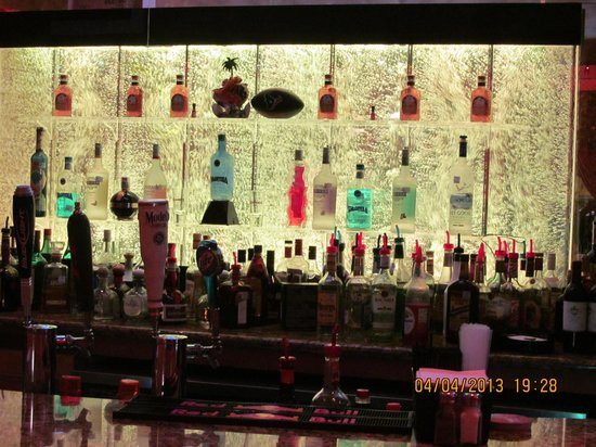 Hector's Mexican Bar and Grill: Fully loaded bar