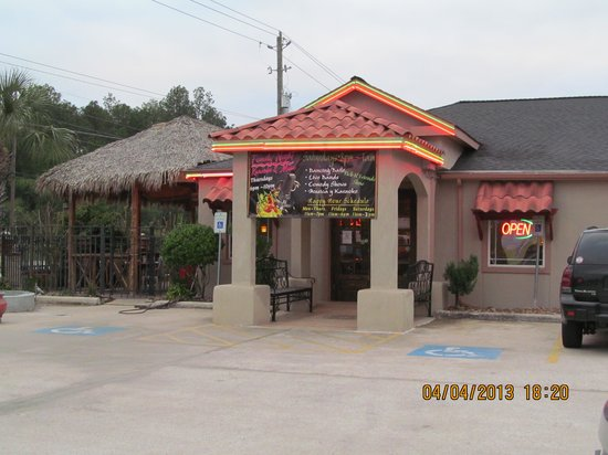 Hector's Mexican Bar and Grill: Entrance