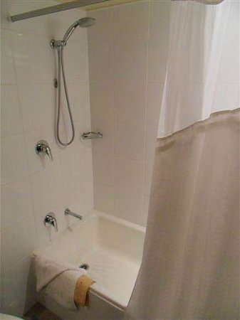 Holiday Inn Auckland Airport: Shower