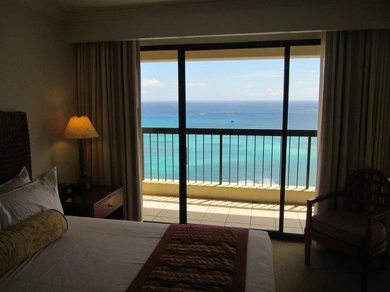 Aston Waikiki Beach Tower: ベッドルーム(海側)