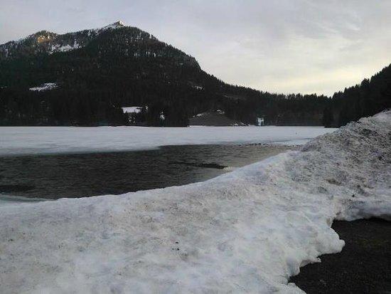 Arabella Alpenhotel am Spitzingsee: Frozen lake