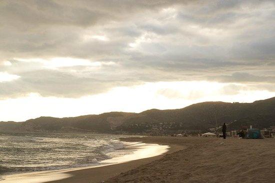 Apartamentos Marfina: пляж на закате