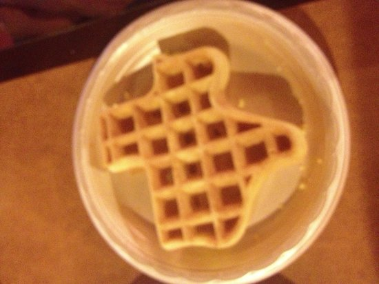 Hampton Inn Austin - Arboretum Northwest: Texas waffles at the Hampton inn!!