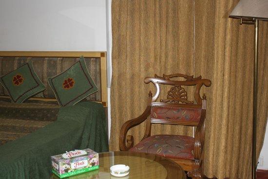 Hotel Meraden Grand: inside room