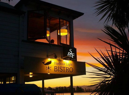 Harbour Light Bistro: Sunset at the waterfront