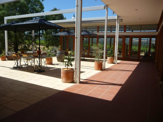 Producers of McLaren Vale : Courtyard dining