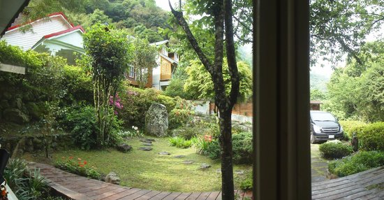 Fuyam Tourist Home: Looking out from the dining hall