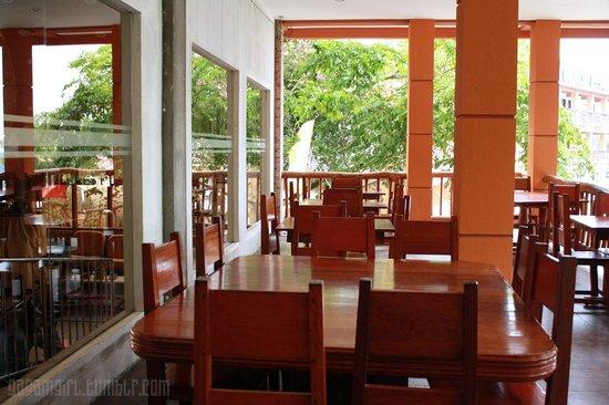 Tamaraw Beach Resort: Dining Area