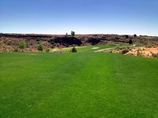 The Ledges Golf Club in St. George: fun par 4