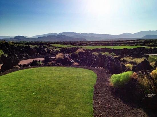 The Ledges Golf Club in St. George: lave hole