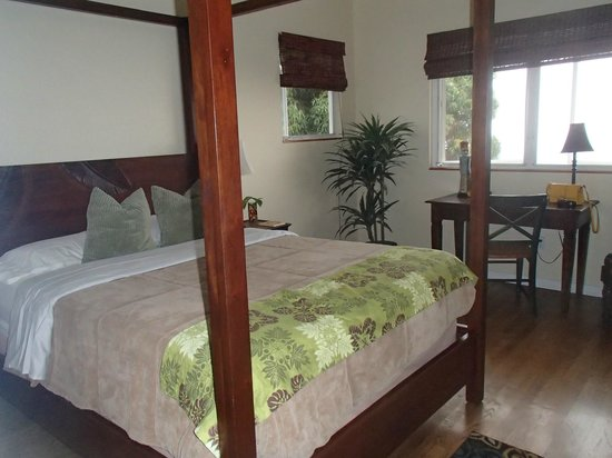 Ka'awa Loa Plantation: this is the most comfortable bed EVER!