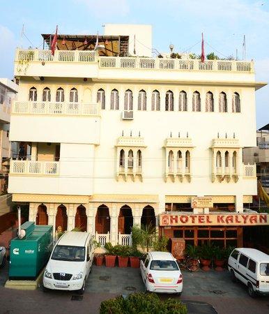 Hotel Kalyan: Hotel Exterior