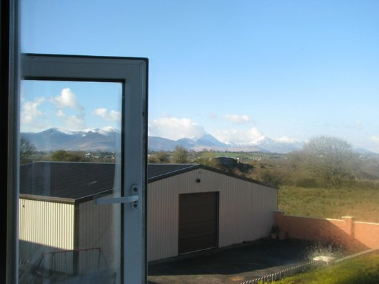 Falshea House B&B: Look at those mountains!  View from our room,