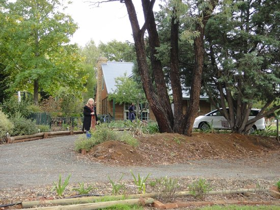 Amble at Hahndorf: Front Garden of Amble Inn No 10