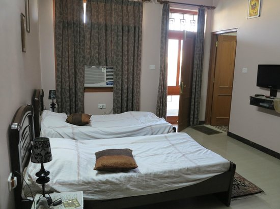 Jaipur Friendly Villa: Twin room with balcony