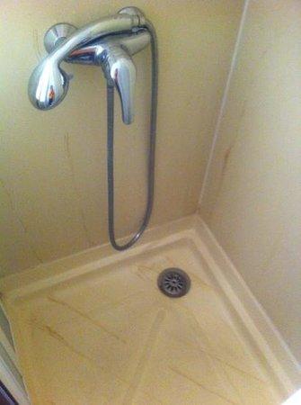 Hotel balladins Blois / Saint-Gervais: traces désagréables dans la douche
