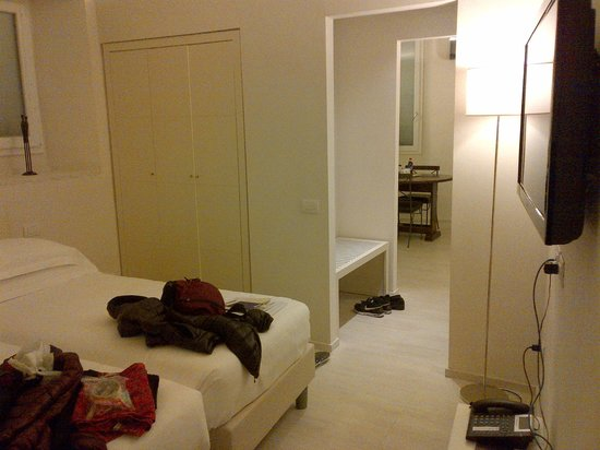 Relais Piazza Signoria: Bedroom, luggage area, looking into dining area