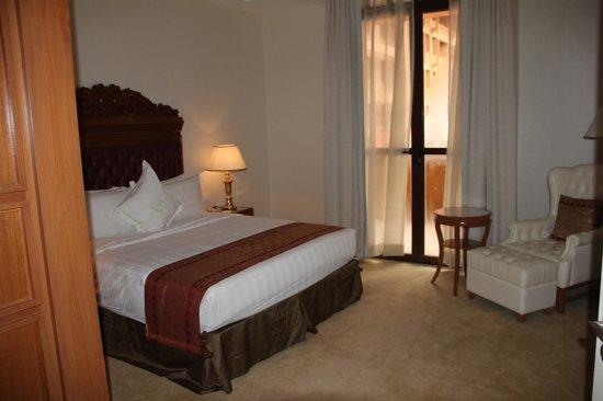 The Royale Chulan Kuala Lumpur: Very comfortable bedroom.
