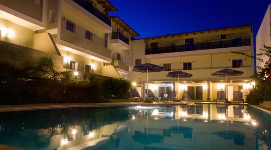 Hotel Panormo Beach: SWIMMING POOL BY NIGHT