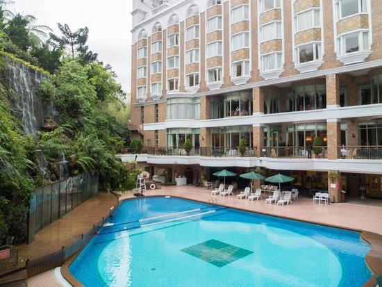 Le Midi Hotel Chitou: pool