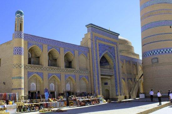 Khiva, Usbekistan: Chiwa Altstadt: Islom Xoja Medresse