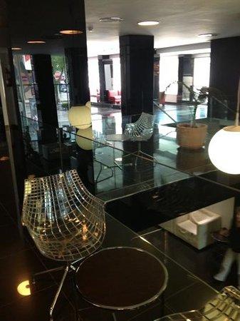 Belroy Hotel: lobby