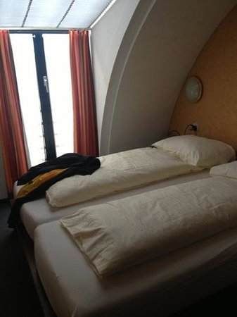 Hotel Falken - Luzern: nicht dunkel genug