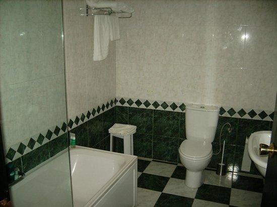 Hotel Fortina: Deluxe garden view bathroom