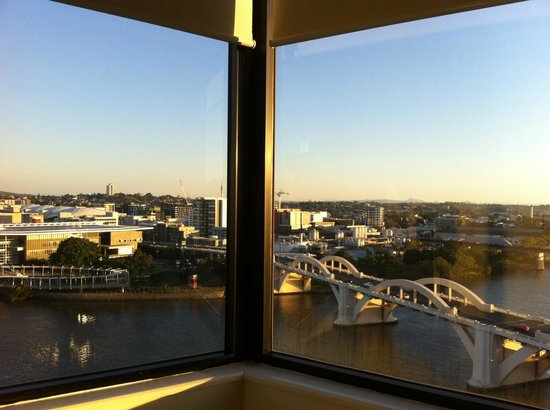 Park Regis North Quay Hotel: Views up and down the Brisbane River