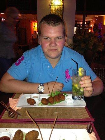 Dabda Wine Bar Tapas y Restaurant : Breaded Mushroom with Garlic Dip :-D