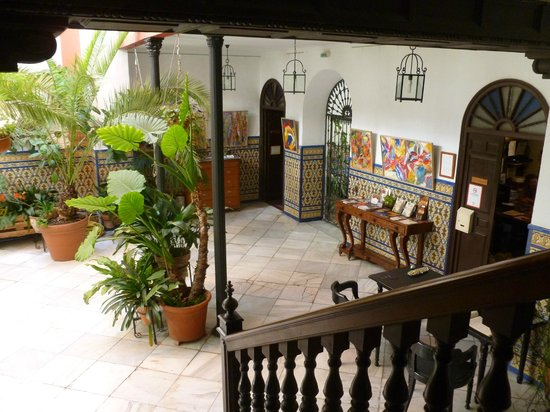 Casa de los Azulejos: Reception area in the patio