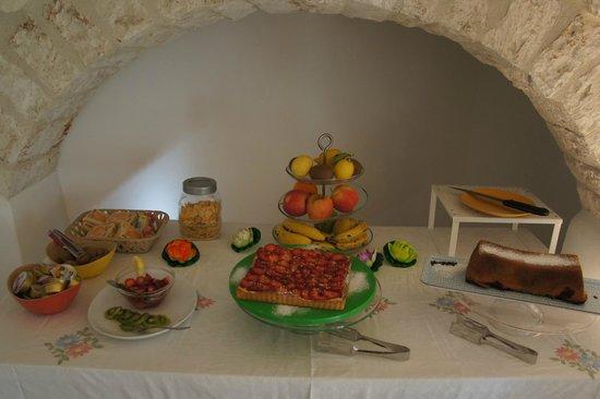 Bienbi : Antonella's home baking just part of the breakfast