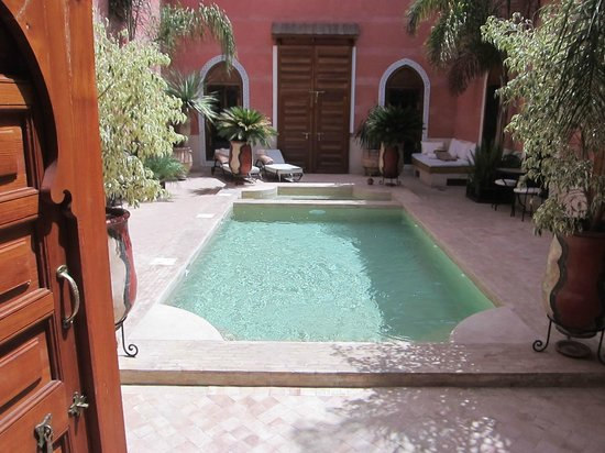 Riad Alili : Patio + piscine