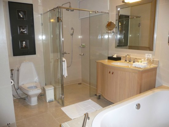 Marriott's Bangkok Empire Place: Quality Bathroom