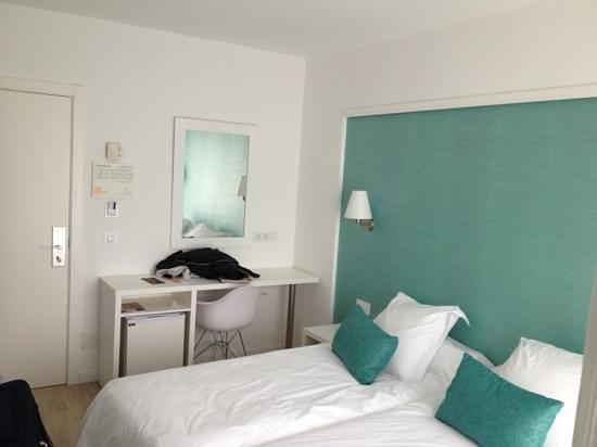 BQ Apolo Hotel: Zimmer Blick aus Badezimmer