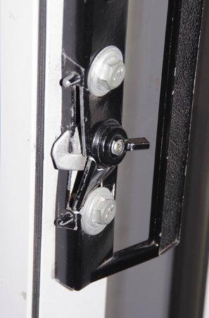 Seasons Darling Harbour: Broken balcony door lock