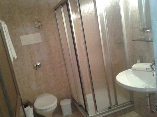 Residence Terentis: bagno della nostra camera