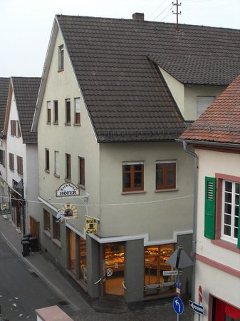 Hotel Restaurant Kaiser: bakery next to hotel seen from my room.