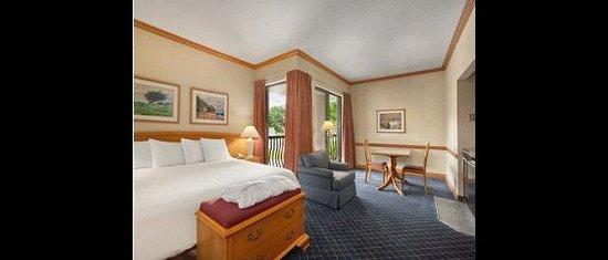 Photo of Pelee Island Hotel