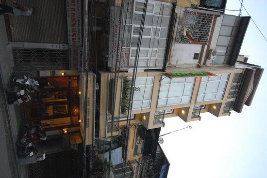 Hong Ngoc Tonkin Hotel: from the street