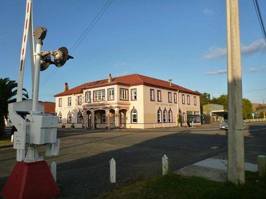 Grand Hotel Helensville: street corner