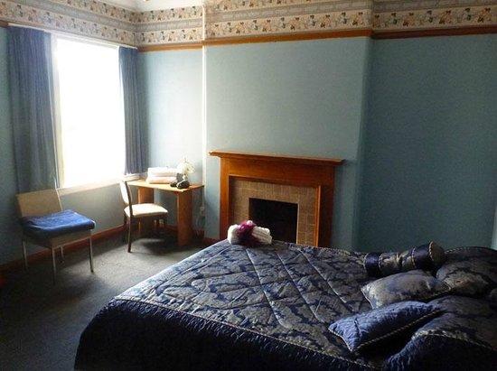 Grand Hotel Helensville : Blue room
