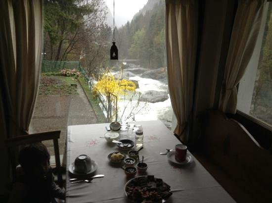 Le Moulin des Aravis: affaccio sul torrente