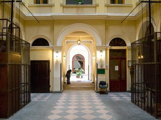 B&B di Piazza Vittorio: Stunning entrance to the B&B building