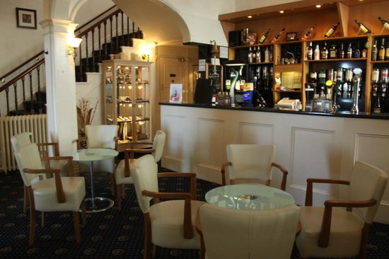 Nethway Hotel: The bar area
